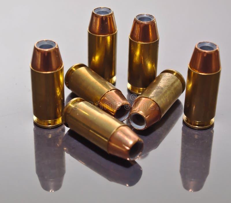 Siedem 9mm dudniących punktów pocisków obrazy stock