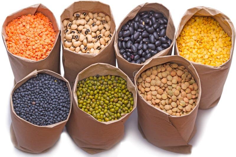 Siedem papierowe torby z suchej fasoli produktami zdjęcie stock
