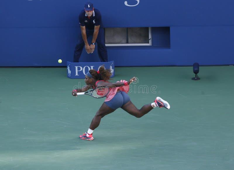Siedemnaście czasów wielkiego szlema mistrz Serena Williams podczas jej definitywnego dopasowania przy us open 2013 przeciw Wiktor fotografia royalty free