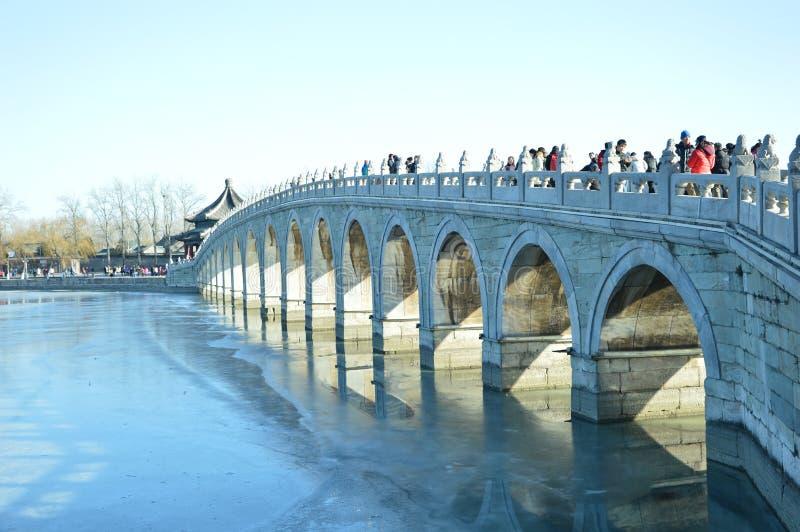 Siedemnaście dziur most w lato pałac obrazy royalty free