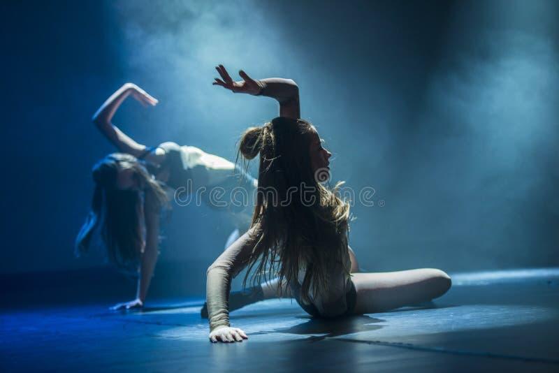 Les danseurs du ballet-spectacle de Luz exécutent sur l'étape photo libre de droits