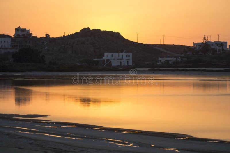 Siedliska i Spokojna woda morska w Naxos, Grecja zdjęcie stock