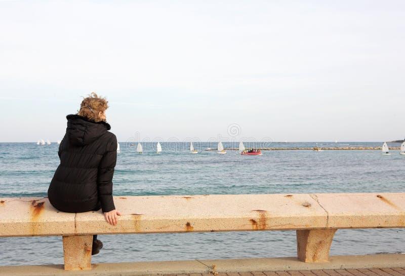 siedzący ławka turysta fotografia royalty free