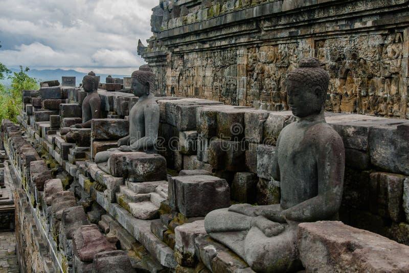 Siedzący Buddowie świątyni Borobudur, Jogyakarta, Indonezja obrazy royalty free