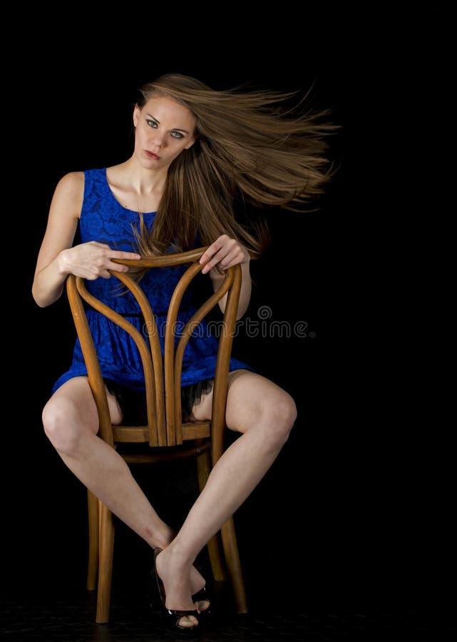 Download Siedząca kobieta zdjęcie stock. Obraz złożonej z hairball - 28951774