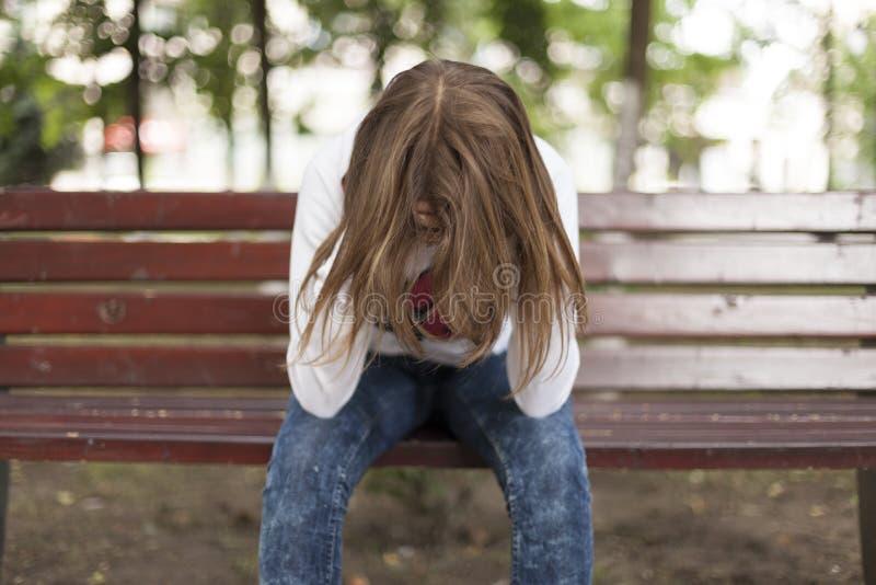 siedzi smutnej kobiety zdjęcia royalty free