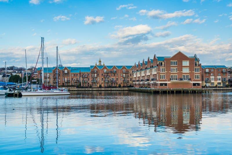Siedziby i łodzie na nabrzeżu w kantonie, Baltimore, Maryland fotografia royalty free