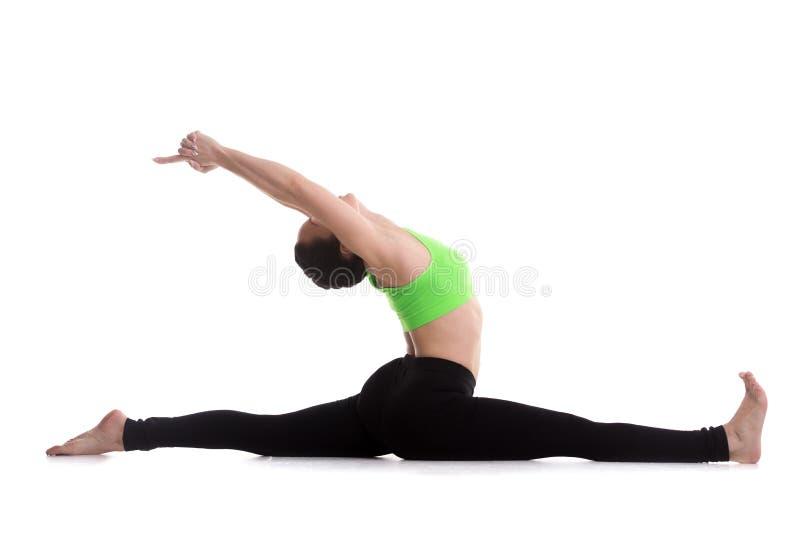 Siedzieć w rozłamów joga ćwiczeniu zdjęcia stock