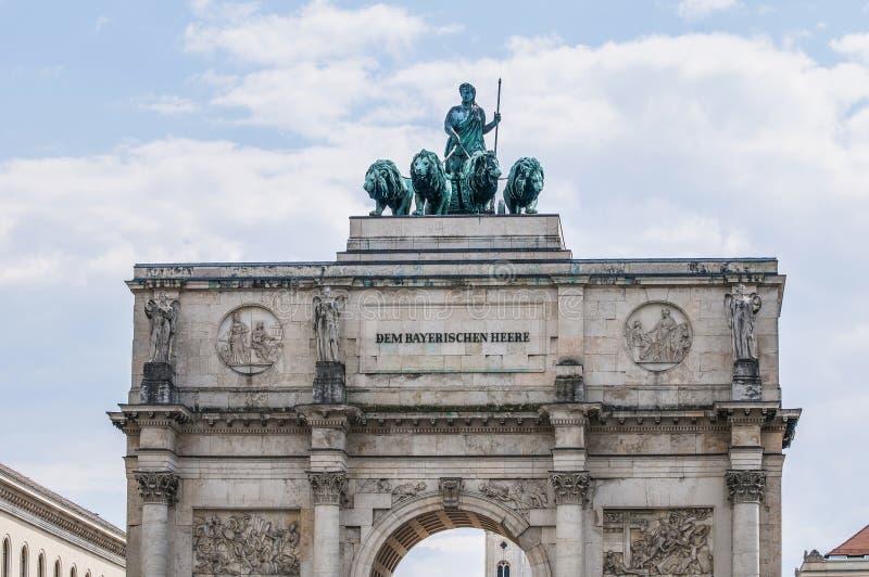 Siegestor, la voûte triomphale à Munich, Allemagne photos libres de droits