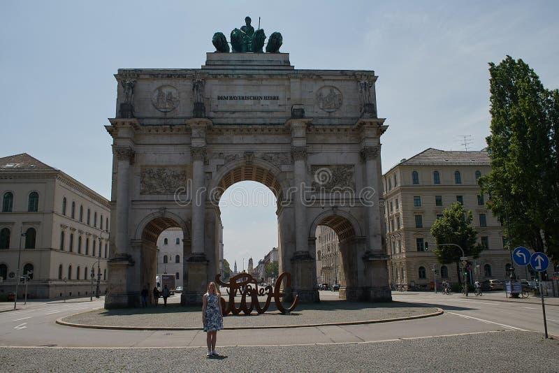Siegestor in MÃ ¼ nchen - Bezienswaardigheden bezoekend in MÃ ¼ chen Beieren royalty-vrije stock fotografie