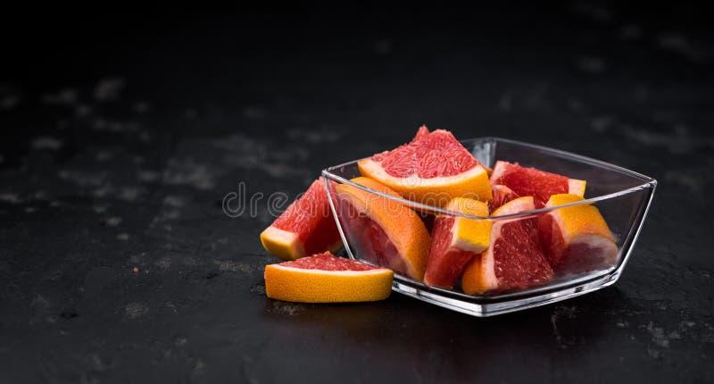 Siekająca Grapefruits selekcyjna ostrość zdjęcia stock