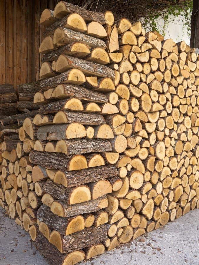 Siekający drewno stos zdjęcie royalty free