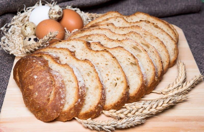 siekający gorący chleb obrazy royalty free