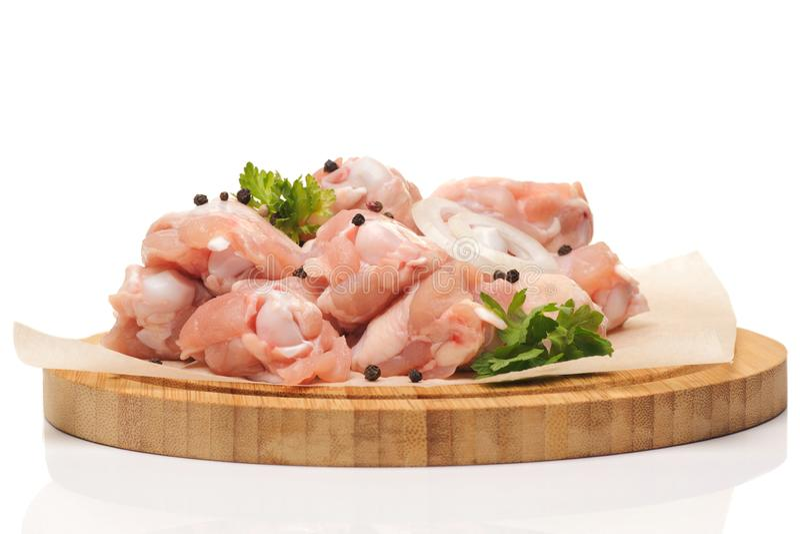 Siekający surowy kurczak fotografia stock