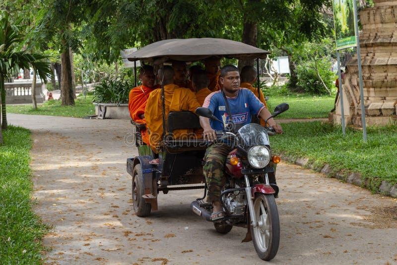 Siem Przeprowadza żniwa, Kambodża - 15 2018 Kwiecień: Mnisi buddyjscy w Wata Damnak pagodzie Podróż i zwiedzać w Kambodża zdjęcie royalty free