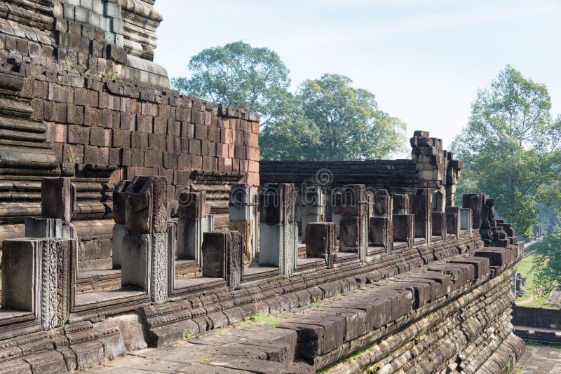 Siem Reap Cambodja - December 10 2016: Baphuon tempel i Angkor Thom arkivfoto