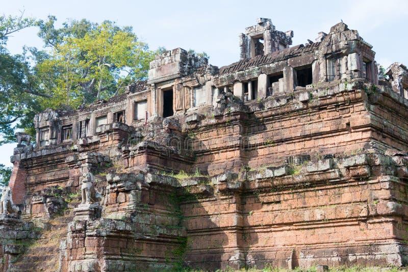 Siem Reap Cambodja - December 10 2016: Baphuon tempel i Angkor Thom royaltyfria bilder