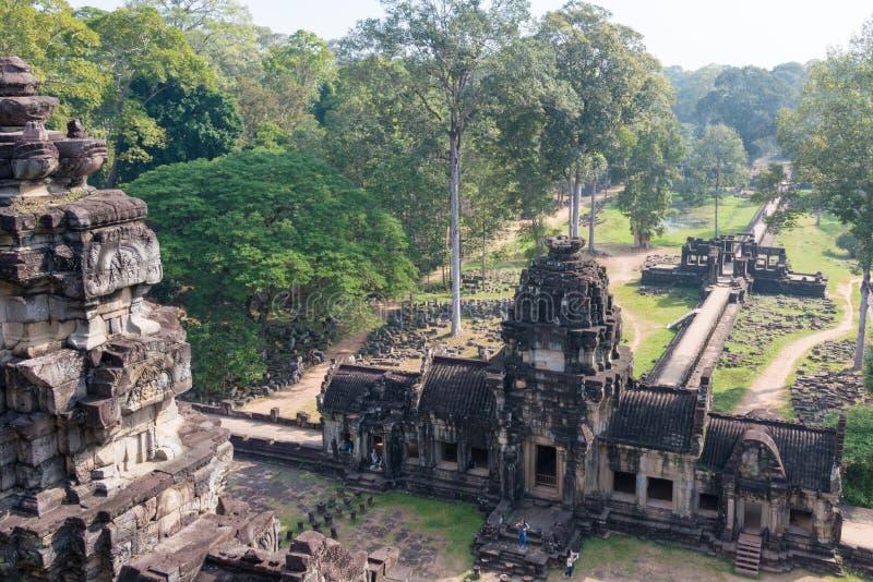 Siem Reap Cambodja - December 10 2016: Baphuon tempel i Angkor Thom arkivfoton