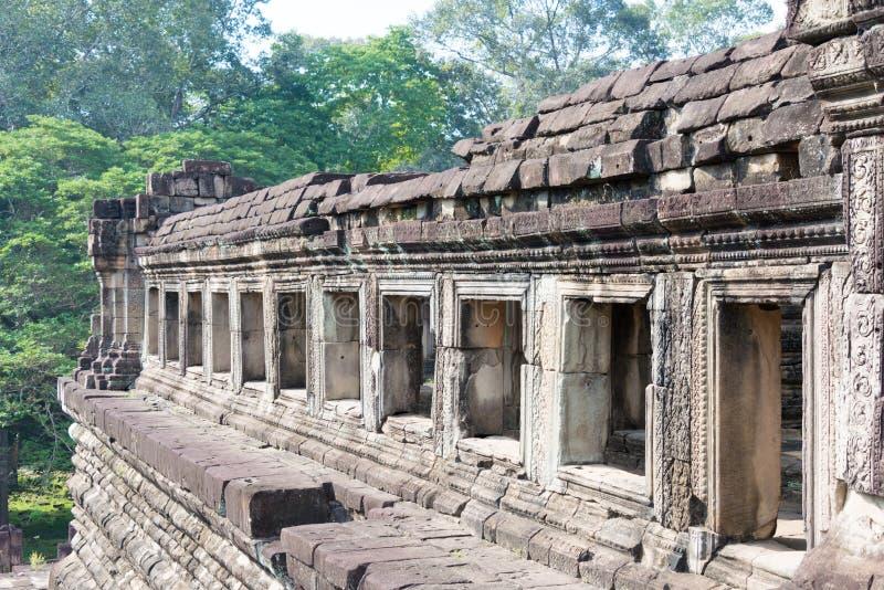 Siem Reap Cambodja - December 10 2016: Baphuon tempel i Angkor Thom royaltyfri foto