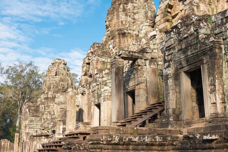 Siem Reap Cambodja - December 08 2016: Bayon tempel i Angkor Thom royaltyfri foto