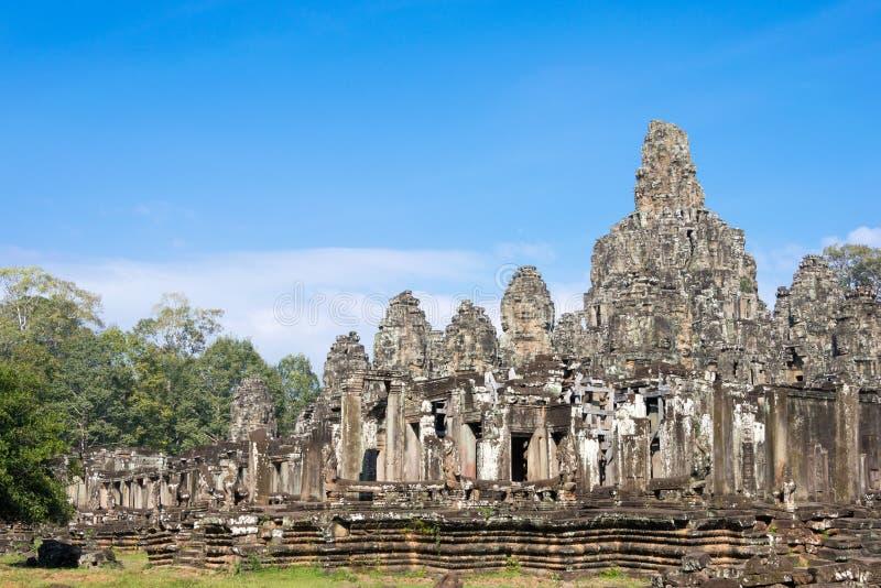 Siem Reap Cambodja - December 11 2016: Bayon tempel i Angkor Thom royaltyfria bilder