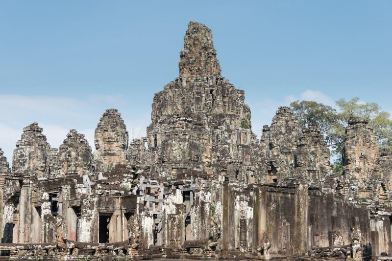 Siem Reap Cambodja - December 11 2016: Bayon tempel i Angkor Thom royaltyfri bild