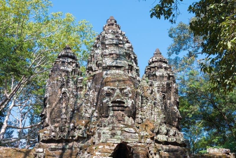 Siem Reap Cambodja - December 11 2016: Norr port i Angkor Thom A royaltyfri bild