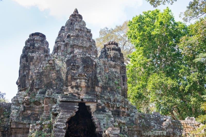 Siem Reap Cambodja - December 10 2016: Victory Gate i Angkor Thom royaltyfria bilder