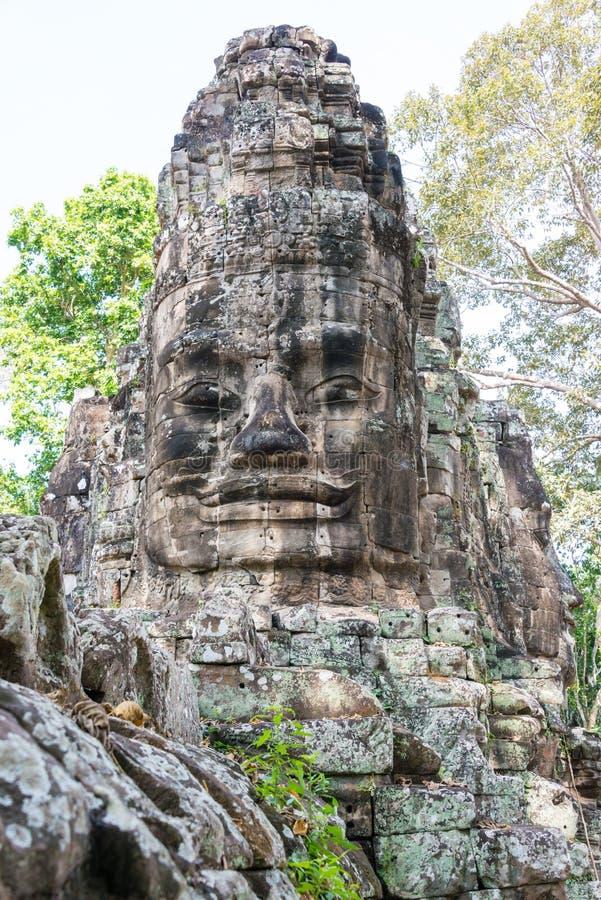 Siem Reap Cambodja - December 10 2016: Victory Gate i Angkor Thom royaltyfria foton