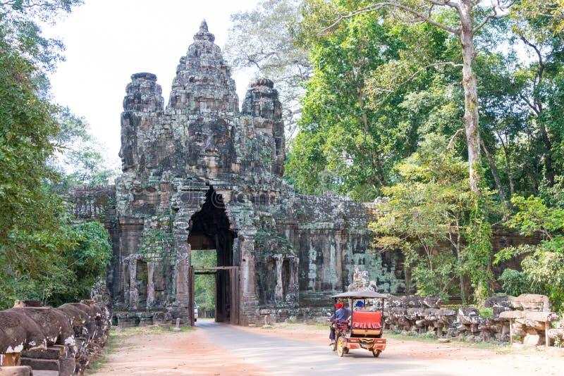 Siem Reap Cambodja - December 10 2016: Victory Gate i Angkor Thom arkivbild