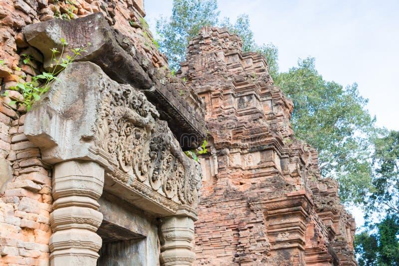 Siem Reap, Camboja - 1º de dezembro de 2016: Preah Ko em templos de Roluos A fotos de stock royalty free