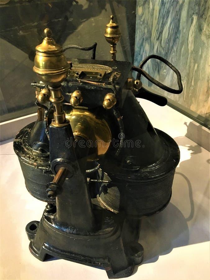 Siemens e dínamo 1884 de Halske Istituto Nazionale di Ricerca Metrologica INRIM na cidade de Turin, Itália foto de stock