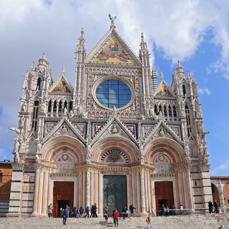 Siena Cathedral är ett storartat exempel av medeltida arkitektur royaltyfri bild