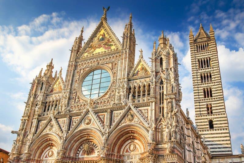 Siena Cathedral am sonnigen Tag lizenzfreie stockfotos