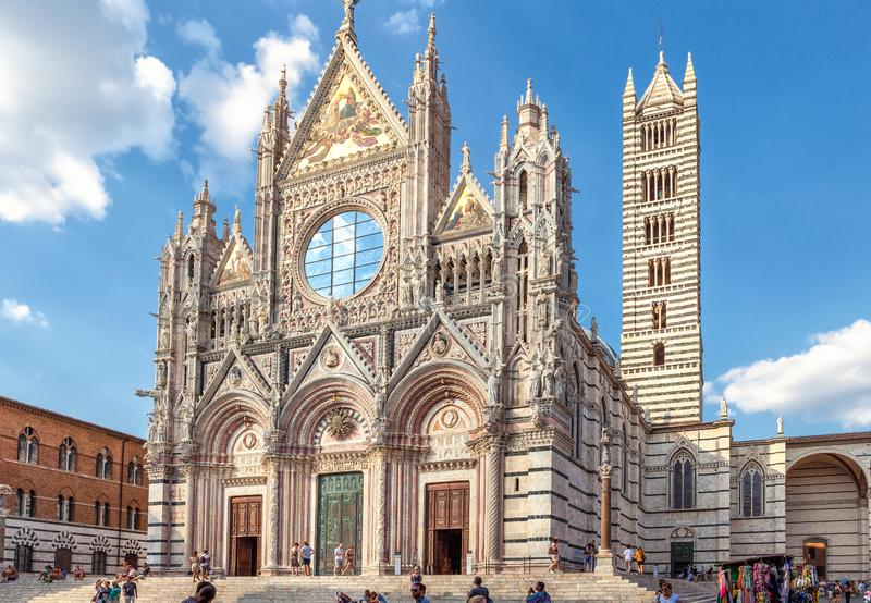 Siena, Italia - 19 de agosto de 2013: Di Siena, iglesia medieval del Duomo de la catedral en Siena, Italia, Europa imagen de archivo libre de regalías
