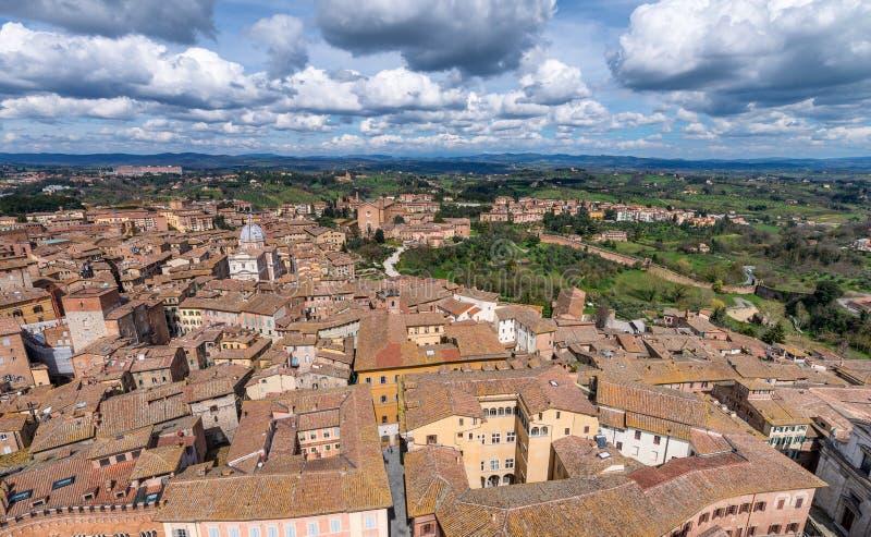 Siena, Italia Hermosa vista de la arquitectura medieval famosa imagen de archivo libre de regalías