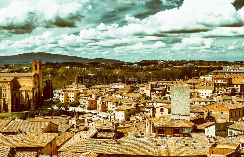 Siena, Italia Hermosa vista de la arquitectura medieval famosa foto de archivo libre de regalías