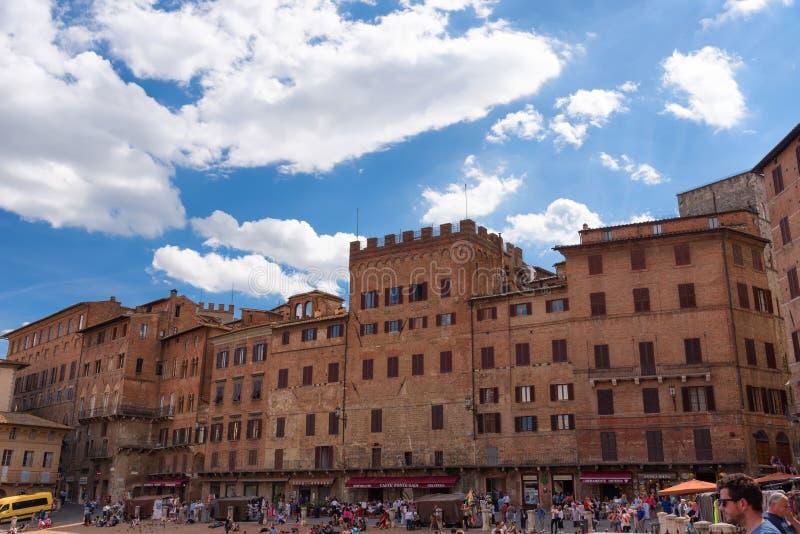 """SIENA ITALIEN †""""MAJ 25, 2017: Piazza del Campo arkivfoton"""