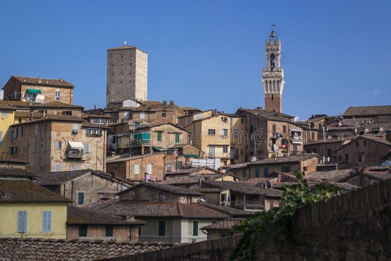 SIENA ITALIEN - SEPTEMBER 7, 2016 Allmän sikt av staden från royaltyfria bilder