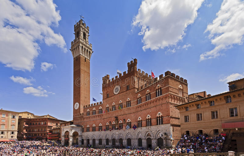 Siena Piazza Tower imagem de stock royalty free
