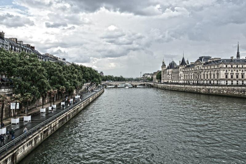 Siena rzeka Conciergerie i kasztel poprzedni więzienie i pałac królewski Conciergerie lokalizowa? na zachodzie cytuj?cej wyspa zdjęcia stock