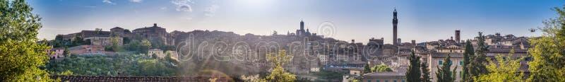 Siena Skyline zoals die van San Francesco, Toscanië, Italië wordt gezien royalty-vrije stock fotografie