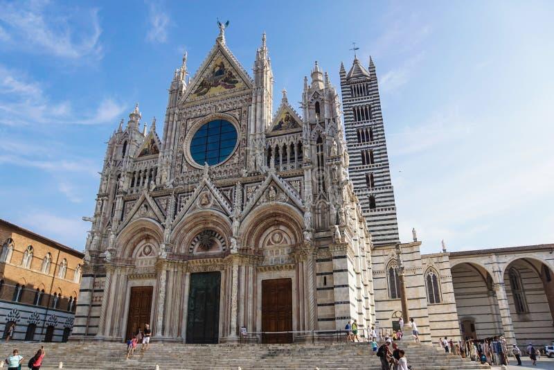 Siena, Toskana, Italien Mai 2017 - Sonnenuntergangansicht von Siena Cathedral mit Hauben-Quadrat Es ist Hauptstadt der Provinz vo lizenzfreies stockbild