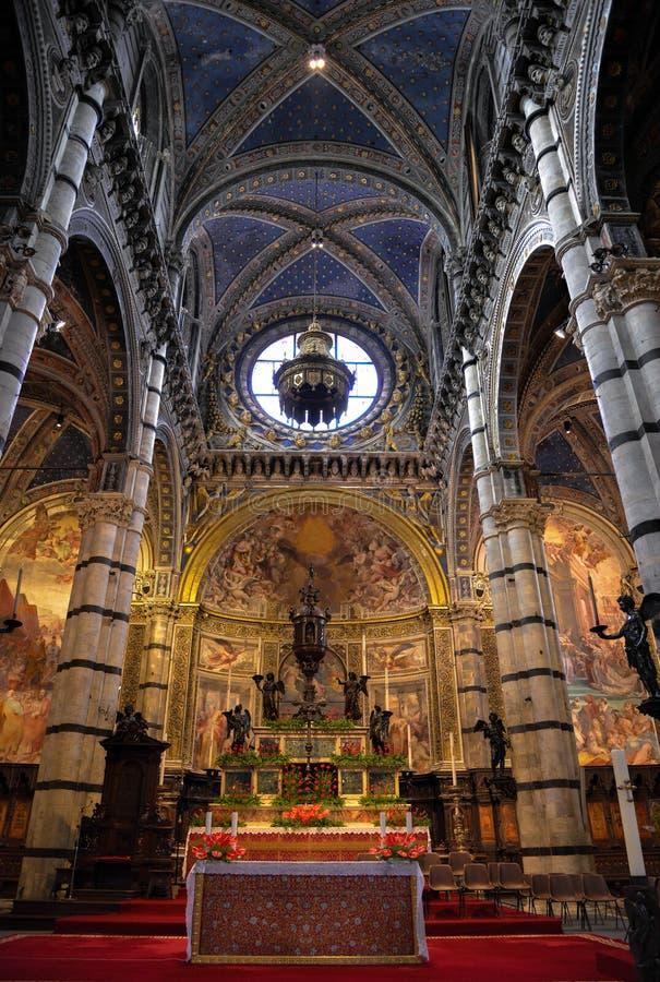 SIENA TUSCANY/ITALY - MAJ 18: Inre sikt av Sienna Duomo ( fotografering för bildbyråer