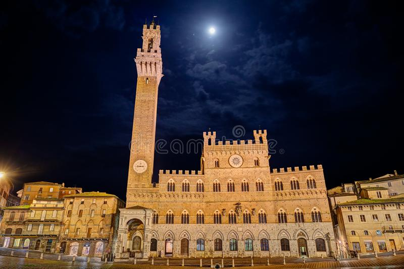 Siena, Tuscany, Italy: the town hall Palazzo Pubblico in Piazza del Campo stock photography
