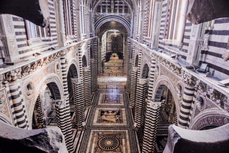 SIENA WŁOCHY, Lipiec, - 22: wnętrze czternastego wieka Duomo di Siena z mozaikami i dekoracja na 22 Wrześniu, 2018 zdjęcie stock