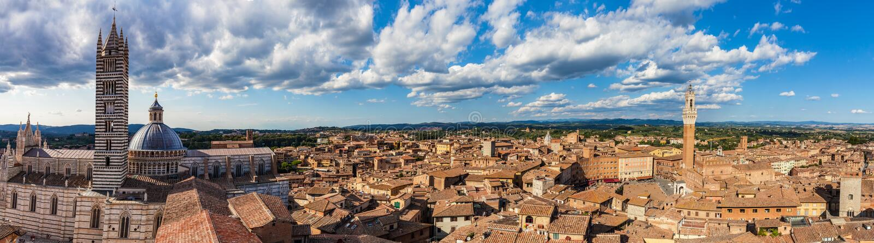 Siena, Włochy panoramy dachu miasto widok Siena katedra i Mangia wierza fotografia stock