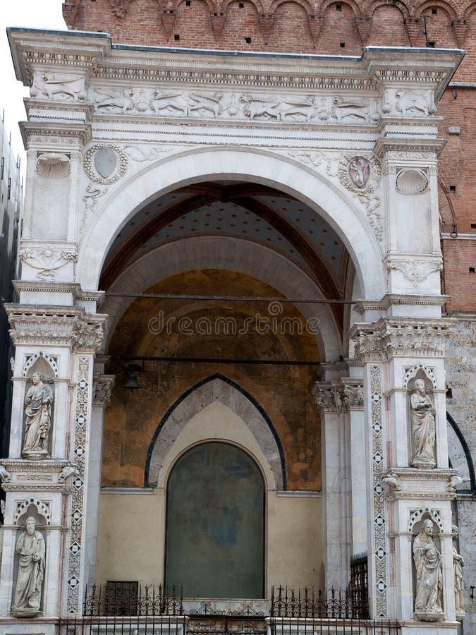 Sienne - Capella merveilleusement décorée di Piazza images stock