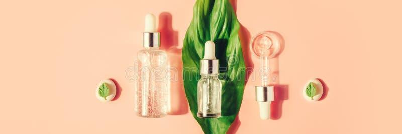 Sieri naturali Il concetto dell'iniezione cosmetica è acido ialuronico, botulino, siero fotografia stock libera da diritti