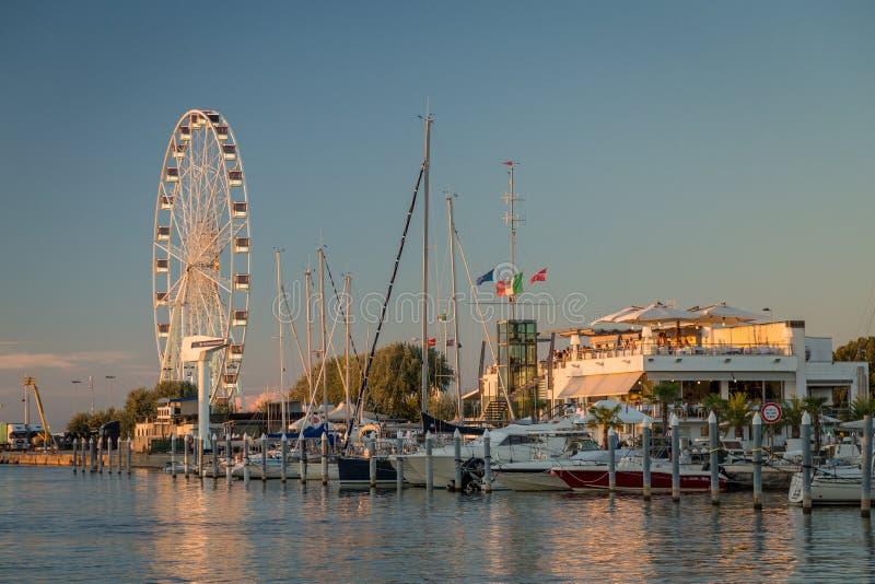 14 2016 SIERPIEŃ Obserwacja toczy wewnątrz Rimini, Włochy obrazy stock